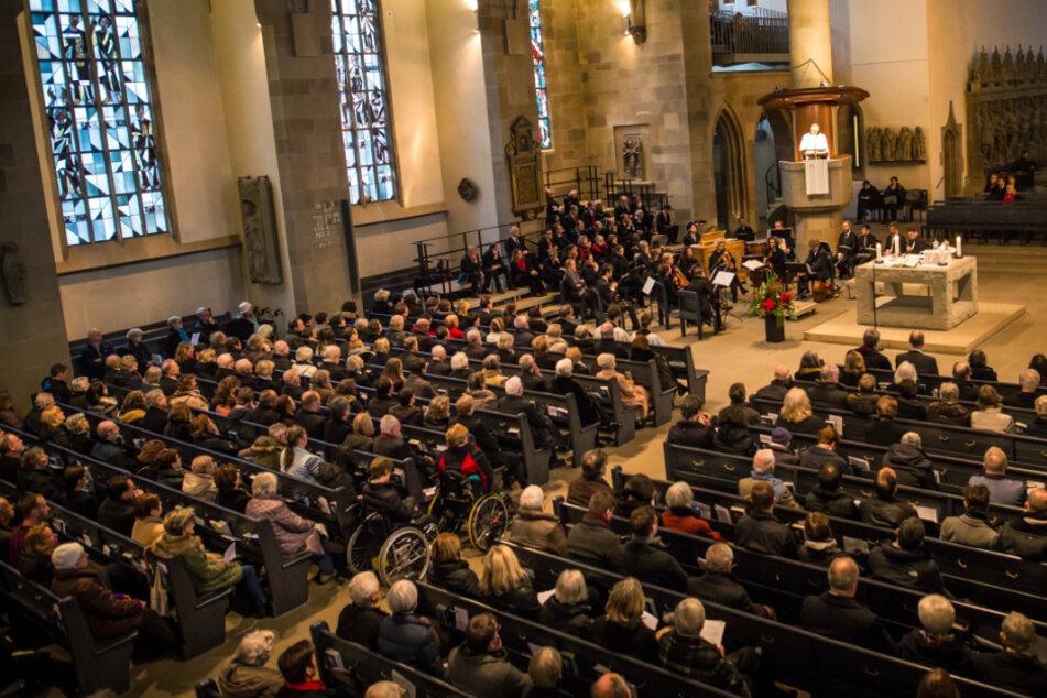 Frank Otfried July, Landesbischof der Evangelischen Landeskirche in Württemberg, hält bei einem Weihnachtsgottesdienst in der Evangelischen Stiftskirche in Stuttgart die Predigt.