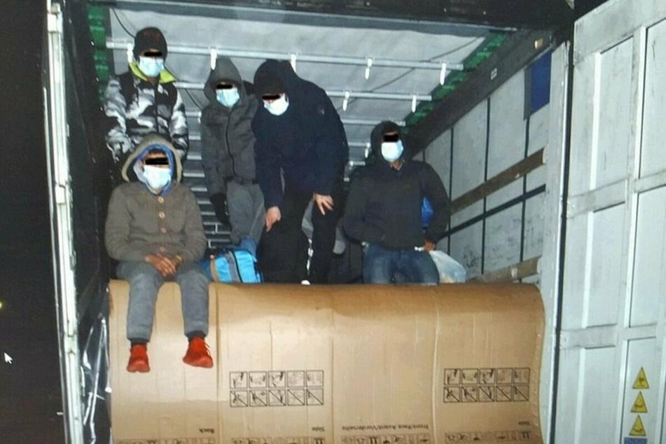 Diese fünf Männer wurden Mitte Dezember auf einer Ladefläche entdeckt.
