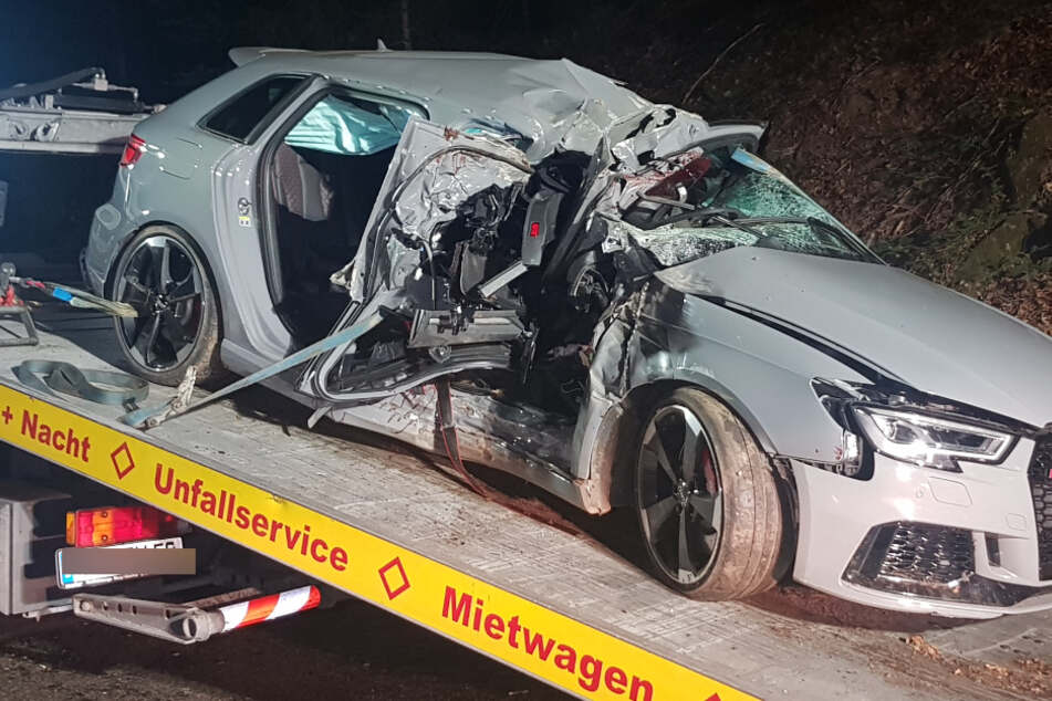 Horror-Unfall im Schwarzwald: Besoffener Audi-Lenker kommt von der Straße ab, Beifahrer (†24) stirbt