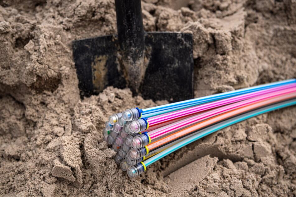 Glasfaserkabel bieten durch eine höhere Bandbreite bessere Möglichkeiten zum Surfen im Netz.