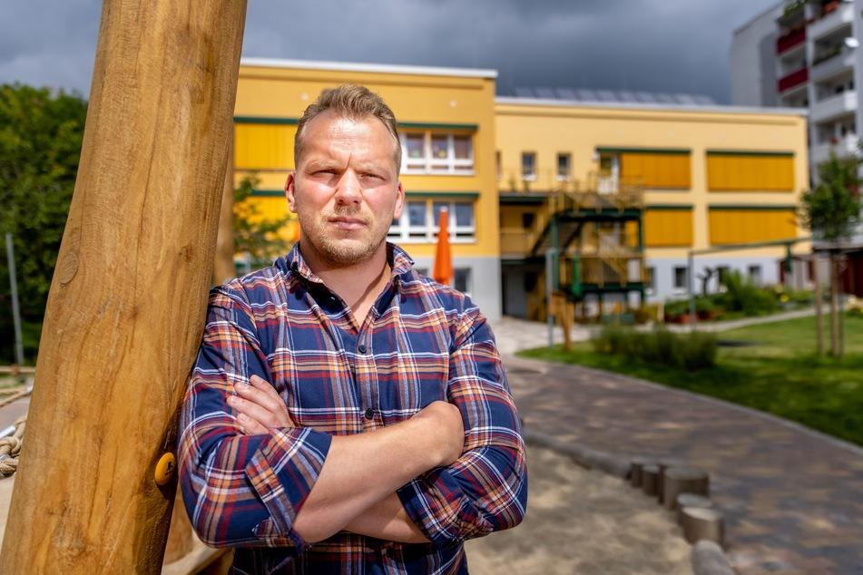 """Eric Worm (33), Leiter der Kita """"Spielhaus"""" im Schlossviertel, fürchtet um die Sicherheit der Kinder."""