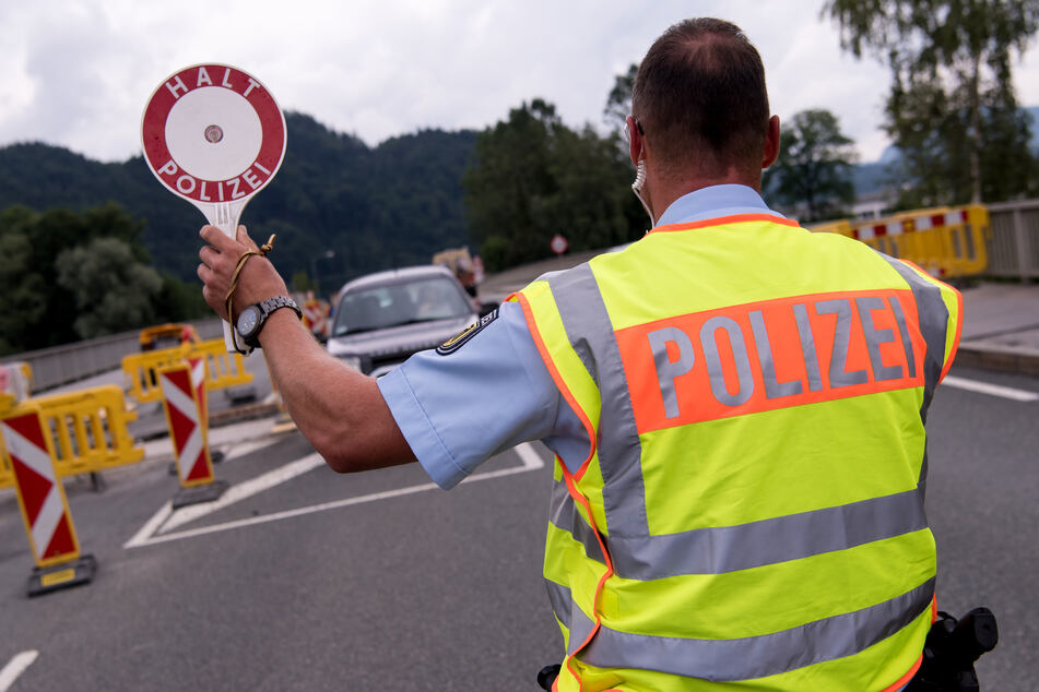 Bei einer Kontrolle an der Grenze entdeckten die Beamten die Drogen. (Symbolbild)