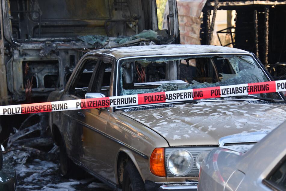 Lautes Knallen weckt Anwohner: Mehrere zehntausend Euro Schaden bei Autohändler