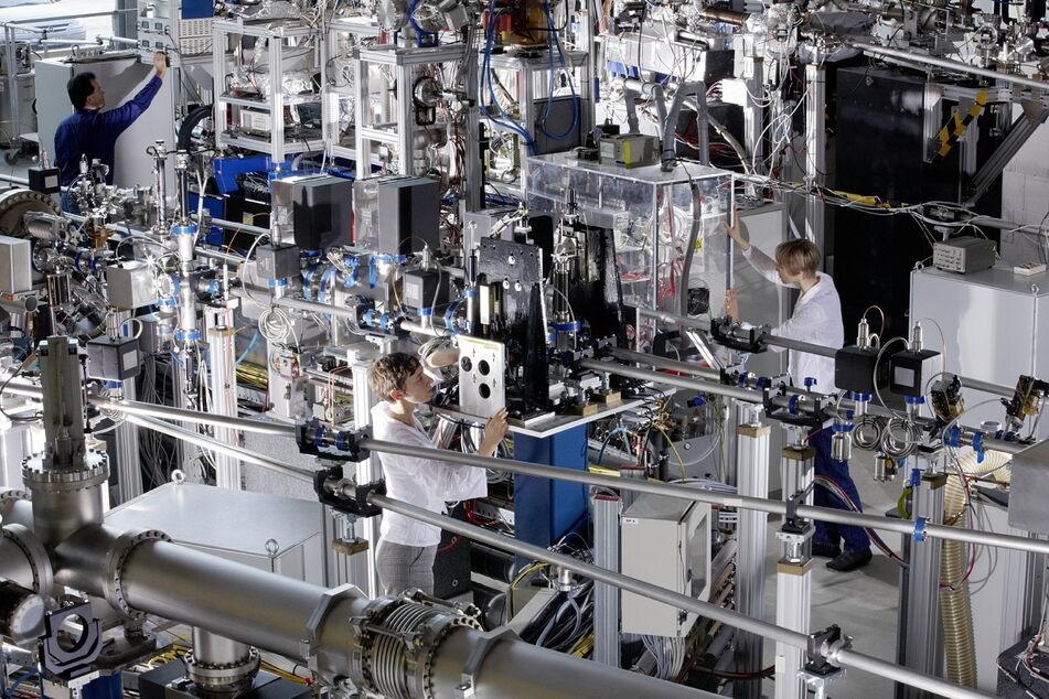 Die Flash I-Experimentierhalle in Hamburg: Hier tüfteln Freiberger Forscher an effizienteren Solarzellen.