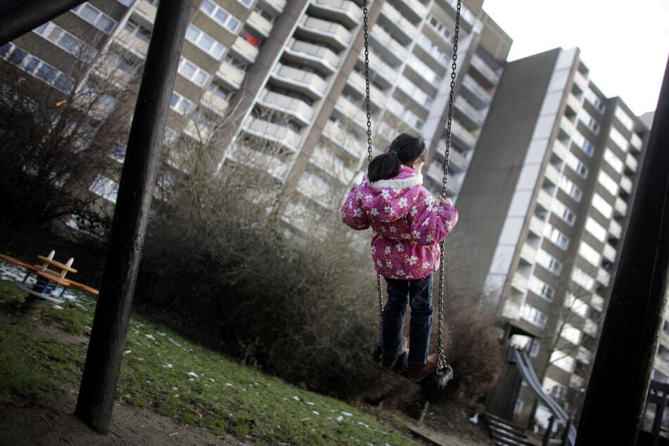 NRW-Familiengerichte haben im vergangenen Jahr in über 2000 Fällen Eltern das Sorgerecht für ihren Nachwuchs vollständig entzogen. (Symbolbild)