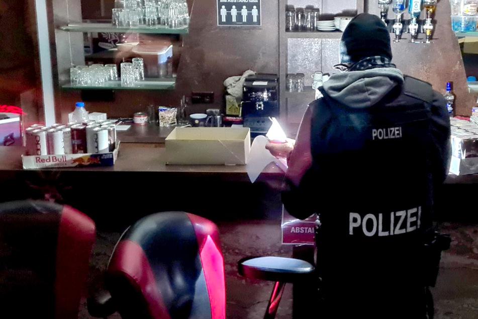27 Männer ohne Masken: Polizei löst illegale Pokerrunde auf!