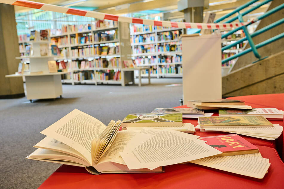 Bereits Mitte August zerstörten Unbekannte in der Stadtbibliothek sieben Bücher, die sich mit rechtspopulistischen Strömungen und linken Vordenkern befassen