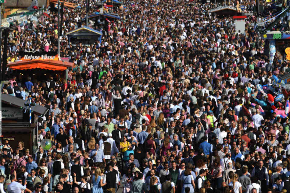 Abstandhalten ist auf dem größten Volksfest der Welt nicht möglich. (Symbolbild)