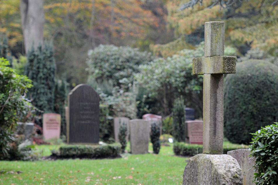 Vom Fötus bis zum 101-Jährigen: Friedhof zeigt Gesichter von Toten