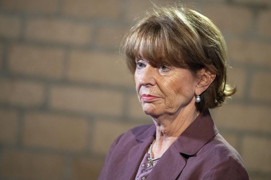Henriette Reker (63, parteilos) verteidigte die vorgezogenen Impfungen.