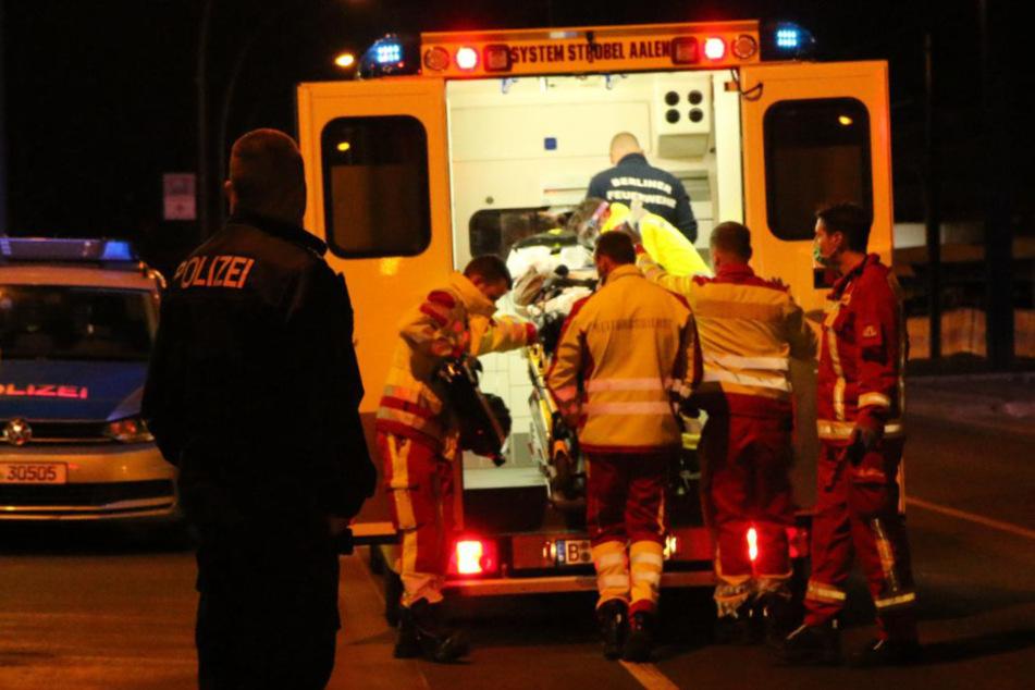 Mann gerät unter S-Bahn und wird schwer verletzt