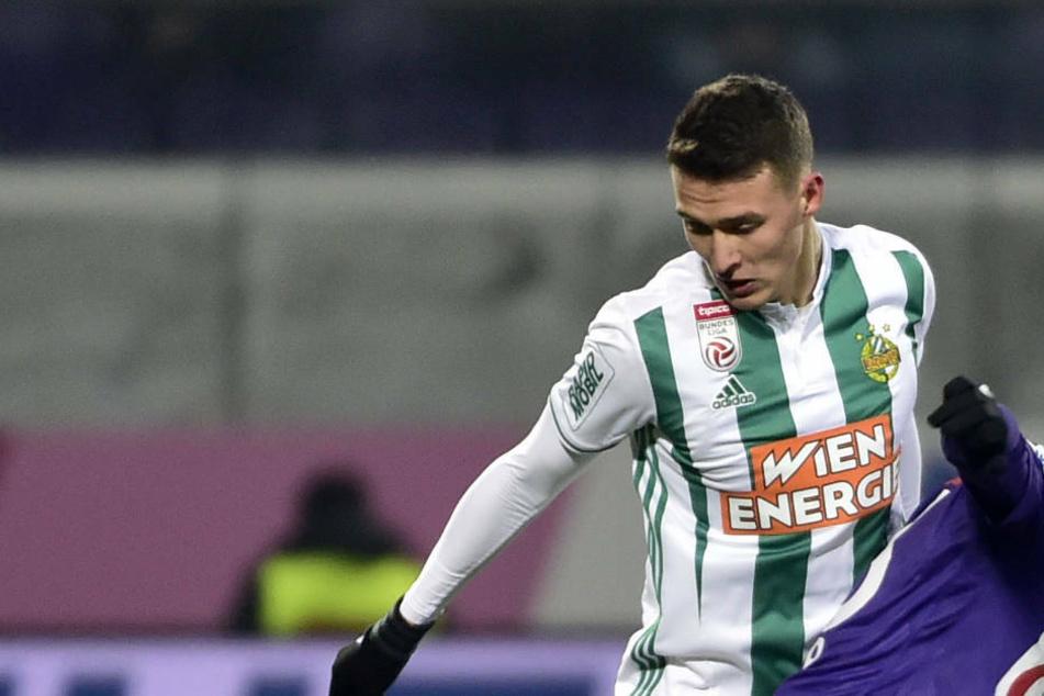 Rapid Wiens Dejan Ljubicic (23) könnte in der kommenden Saison den Adler auf der Brust tragen (Archivbild).