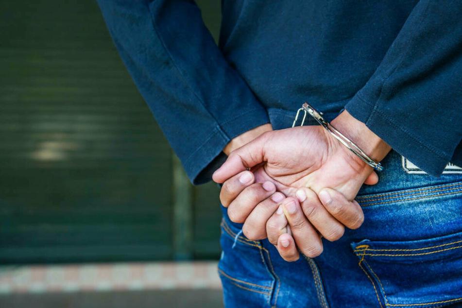 30-Jähriger missbraucht Tochter seiner Lebensgefährtin und filmt es!