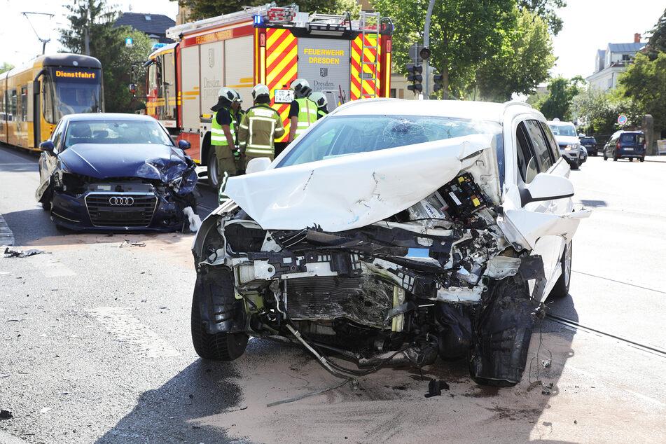Beide Fahrzeuge erlitten Totalschäden.