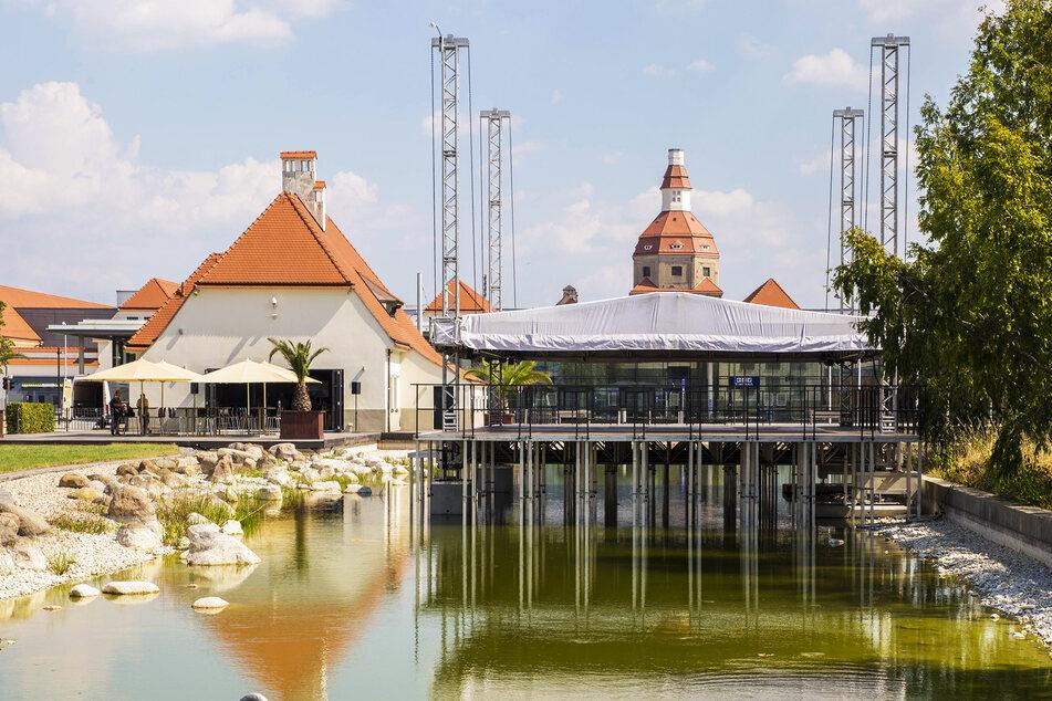 Für die vier Konzerte darf die Seebühne im Ostra-Park stehen bleiben.