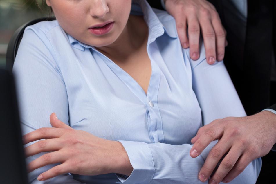 Viele Frauen fühlten sich machtlos und hatten Angst. Deshalb gaben sie dem Drängen des Gerichtsvollziehers nach. (Symbolbild)