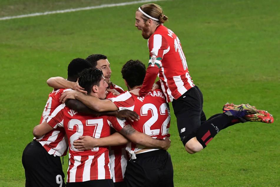 Die Spieler von Athletic Bilbao feiern einen Torerfolg. Die Basken sind achtfacher spanischer Meister.