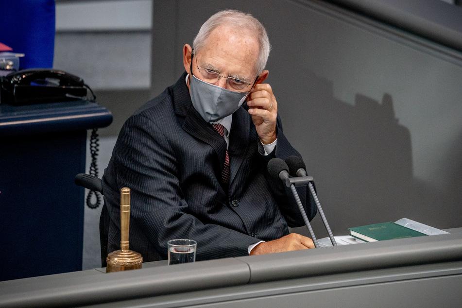 """Wolfgang Schäuble hält die Entscheidung, eine Demo wie am vergangenen Wochenende zu genehmigen, während andere im Lockdown ausharren, für """"wirklich schwierig""""."""