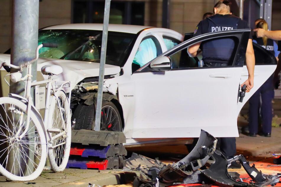 Der Unfall ereignete sich am späten Dienstagabend auf einer Kreuzung in der Frankfurter Innenstadt.