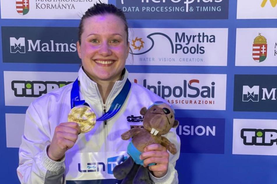 Tina mit der EM-Goldmedaille, ihrer zweiten vom Drei-Meter-Brett nach Rostock 2013.
