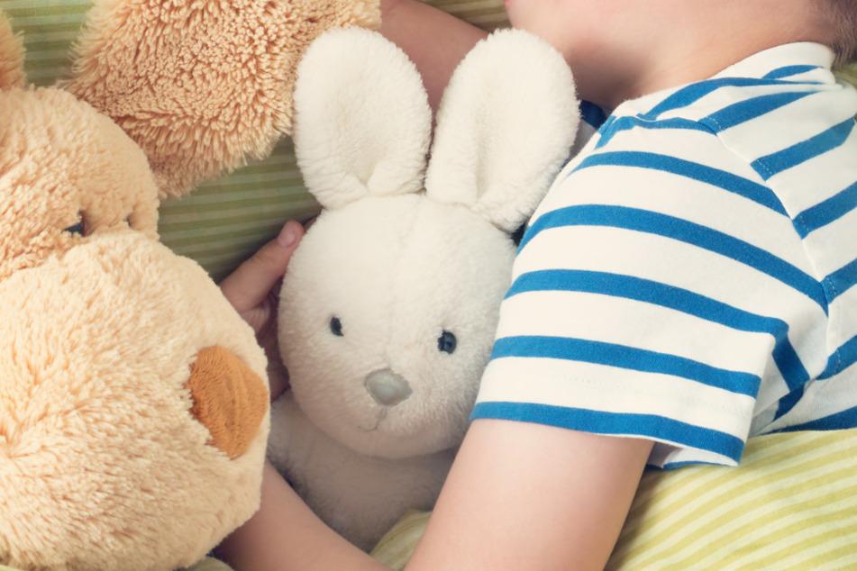 Kind (8) soll schlafen gehen und kommt auf gefährliche Idee