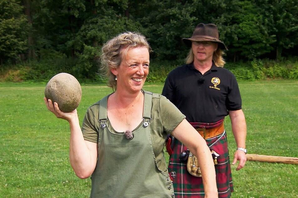 In der jüngsten Folge musste sich Steffi (54) bereits an die schottischen Highland-Games wagen.