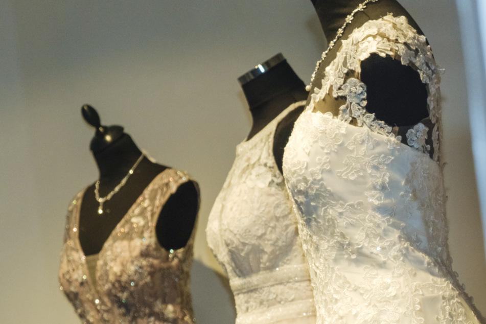 Die Bräute hatten ihre Kleider weiterverkaufen wollen, doch dann schloss der Laden. (Symbolbild)