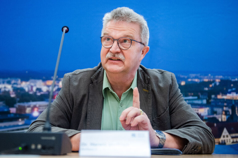 Gesundheitsamtsleiter Harald Uerlings (60) muss nach seinem Kuba-Urlaub zum Rapport ins Rathaus.