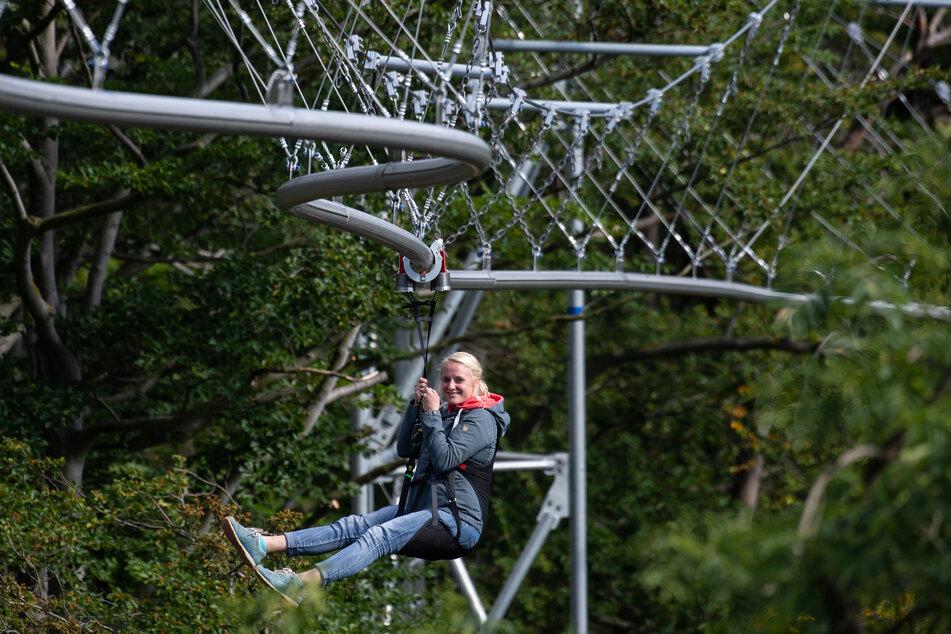 Die Baumschwebebahn in Bad Harzburg ist beliebt: Schon rund 4000 Besucher fuhren eine Woche nach der Eröffnung mit der neuen Attraktion (Archivbild).