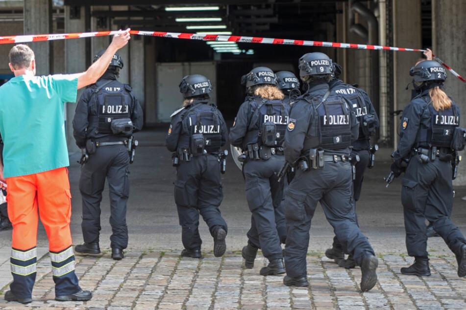 """""""Keine Amoklage"""": Polizei nimmt Angreifer auf Uni-Dach fest"""