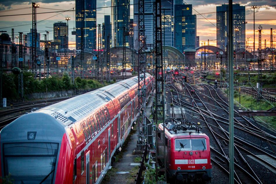 Die Verkehrspolitik steht vor großen Herausforderungen, möchte sie weiterhin zukunftsfähig bleiben. (Foto: Frank Rumpenhorst/dpa)