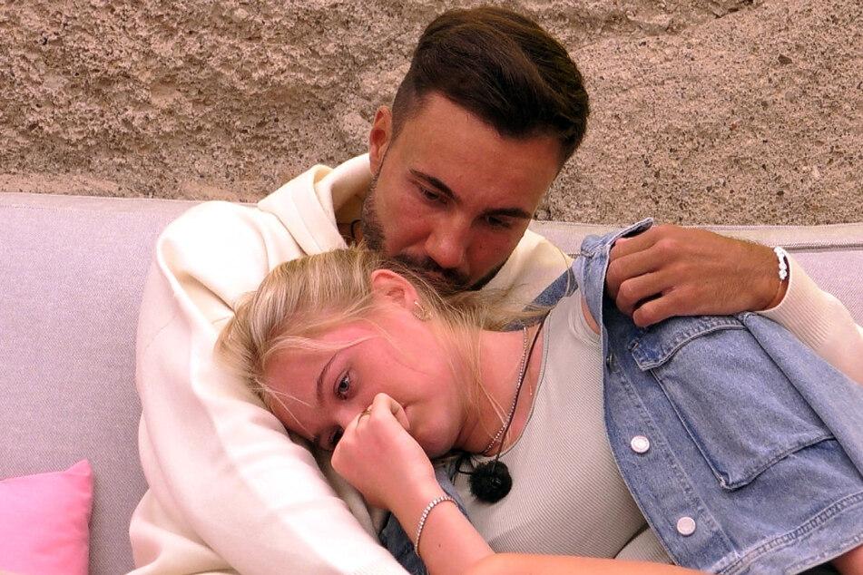 """Zwischen dem Profiboxer und Emilia (21) ging es bei """"Love Island"""" turbulent zu."""