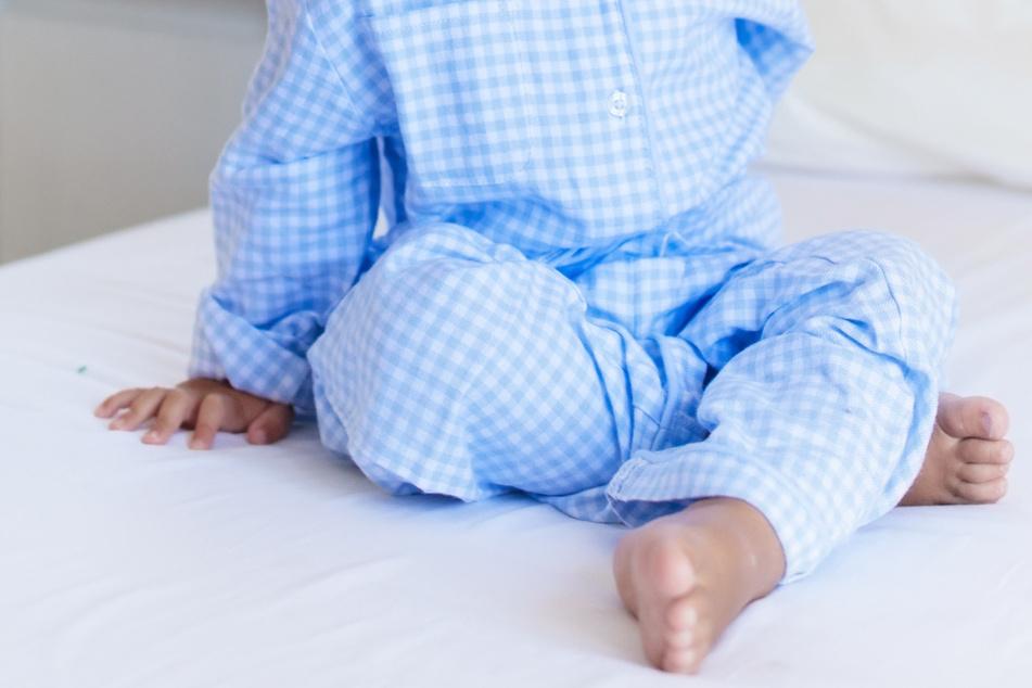Im Pyjama und barfuß machte sich um 6 Uhr morgens ein Vierjähriger allein auf den Weg in den Kindergarten. Symbolbild)