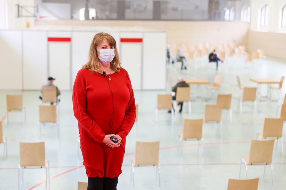 Bittere Nachricht von Sachsens Gesundheitsministerin Petra Köpping (62, SPD): Im Vogtland können zunächst weniger Menschen geimpft werden als geplant.
