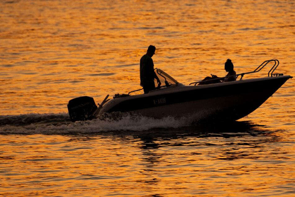 Kollision auf dem Rhein mit drei Verletzten: Polizei ermittelt gegen Schiffsführer