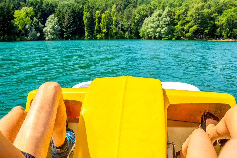 Ihr könnt die Talsperre Kriebstein mit einem Tretboot erkunden.