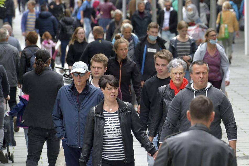 Dresden: Corona-Krise vorbei? Kunden-Gewimmel auf der Prager Straße