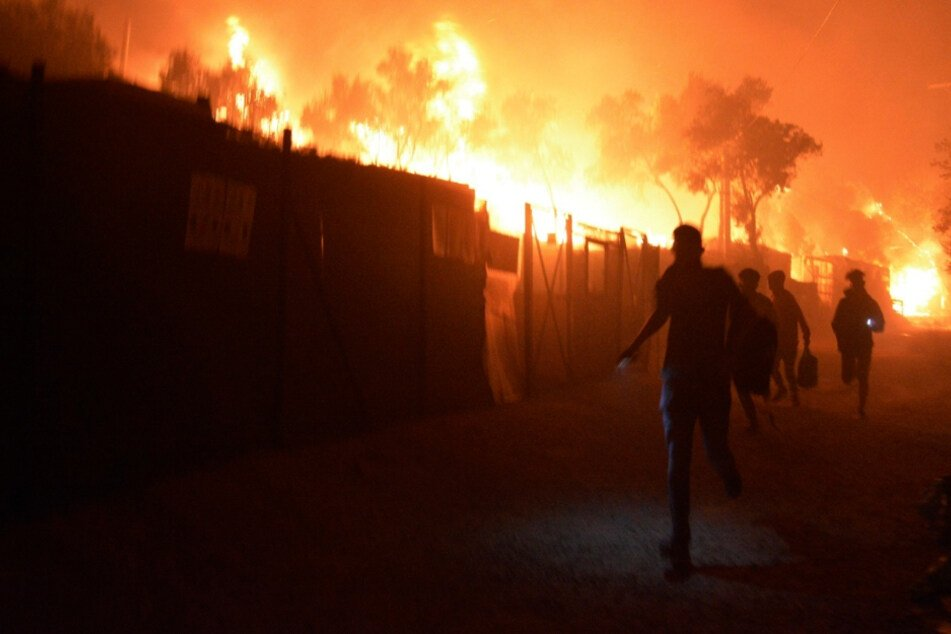 Greek refugee camp burns to the ground, origins of fire unclear