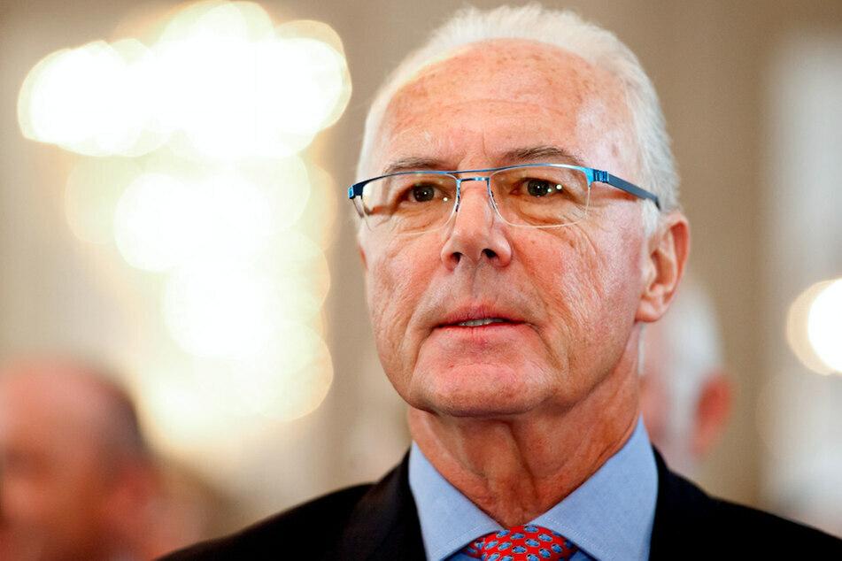 FC-Bayern-Ehrenpräsident Franz Beckenbauer (75) findet lobende Worte für den Noch-Bayern-Trainer Flick. (Archiv)