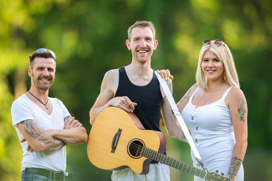 """Die Mitglieder der Band """"Crackerjacks"""", Rainer Henkenborg (l-r), Chris Bruns und Jessica Movahed Fard."""