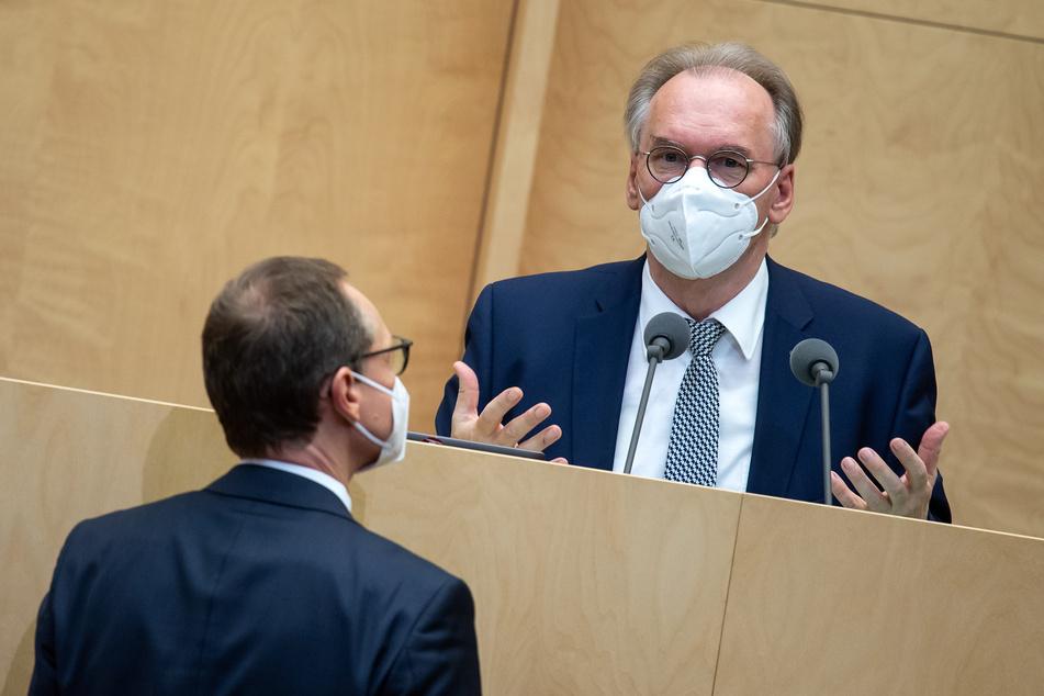 Reiner Haseloff (CDU), Ministerpräsident von Sachsen-Anhalt und amtierender Bundesratspräsident, ist der Meinung: Der Bund hat die Grenzen seiner Möglichkeiten bei den Corona-Maßnahmen bald erreicht.