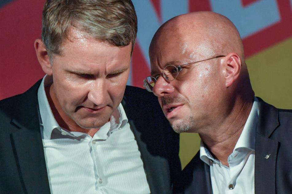 Björn Höcke und Andreas Kalbitz (l) bei der Wahlparty der AfD.