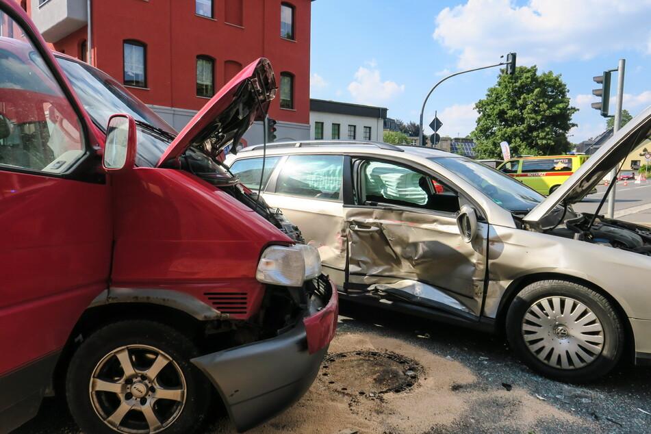 Mehrere Kinder bei Kreuzungscrash auf B169 verletzt