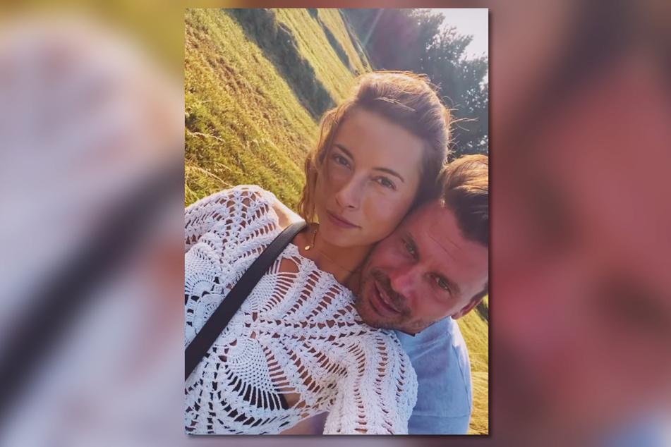 Jennifer Lange (27) teilt in den letzten Tagen vermehrt Fotos, auf denen sie Sänger Darius Zander (37) innig umarmt.