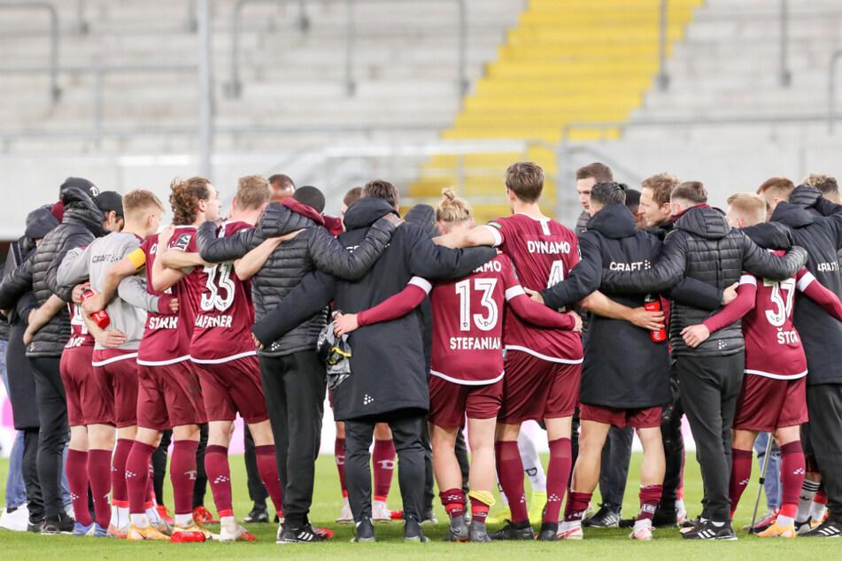 Einschwören für die letzten drei Matches. Dynamo Dresden ist Tabellenführer der 3. Liga und in einer hervorragenden Ausgangssituation, um den Traum vom Aufstieg in die 2. Bundesliga zu verwirklichen.