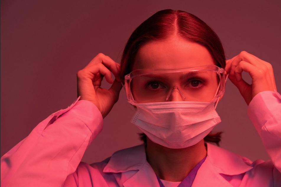 Krankenschwestern und medizinisches Personal arbeiten in der Corona-Pandemie teils am Limit und darüber hinaus. (Symbolbild)
