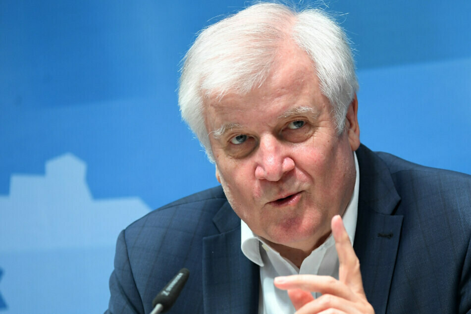 Bundesinnenminister Horst Seehofer (71) warnt vor zu schnellen Lockerungen. (Archiv)