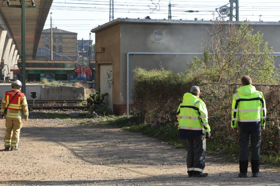 Einsatzkräfte am Güterbahnhof in der Dresdner Friedrichstadt.