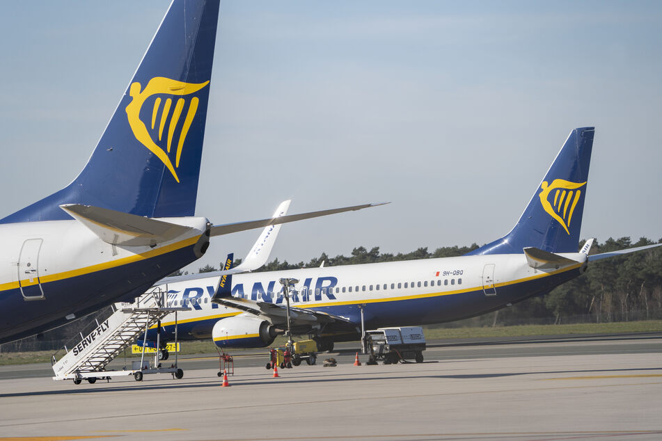 Flugzeuge von Ryanair stehen auf dem Flughafen Weeze am Niederrhein.