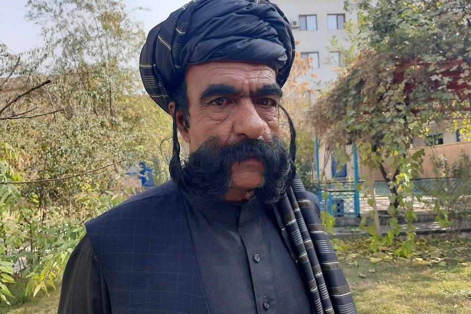 Sein Bart bringt ihm zwar kein Einkommen, aber Berühmtheit, sagt Khan.